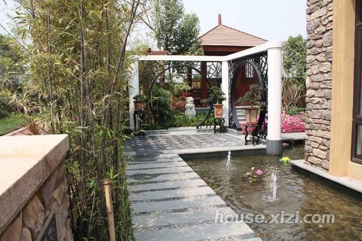 豪宅方直珑湖湾大别墅,带前后花园双车库,超便宜诚意急售