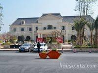 中州天御,四房两厅两卫,园林景观漂亮,小区环境优美,周边配套设施齐全,生活舒适。