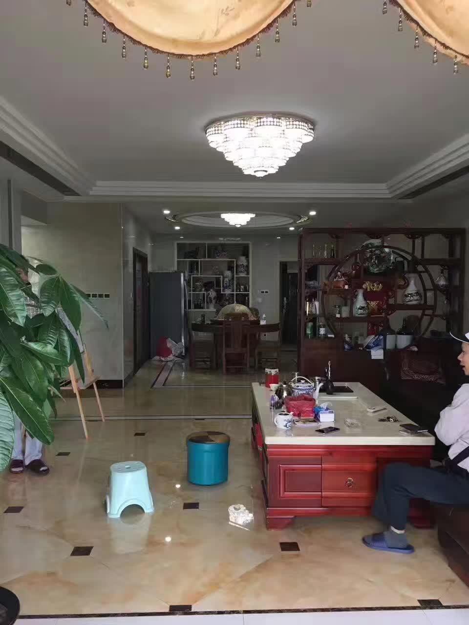 江北繁华地段、朝南精装修四房、价格相当实惠、光线一流、业主急卖