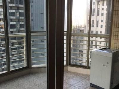 佳兆业对面金城广场精装3房 家电基本全齐 钥匙在手 随时可看 租2600