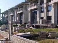 单价一万二买东部新城 鹿江边 江景别墅 使用率高达4倍,买一层送3层 可看房