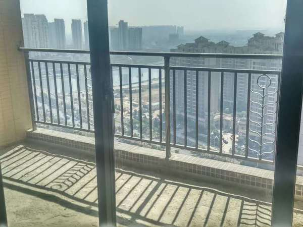金山湖片区 汽车站对面 2015年电梯高层4房 南北通透 看金山湖景观 视野超好