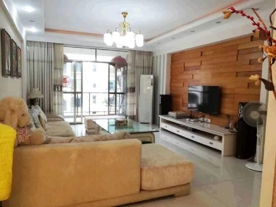 金山湖翡翠欧庭154平四房仅售180万 单价一万一 带豪装