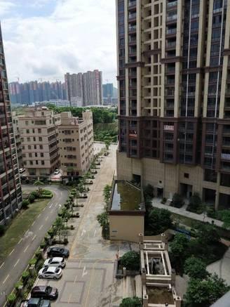 小区现房,环境优美,交通便利,业主急售,低于市场价