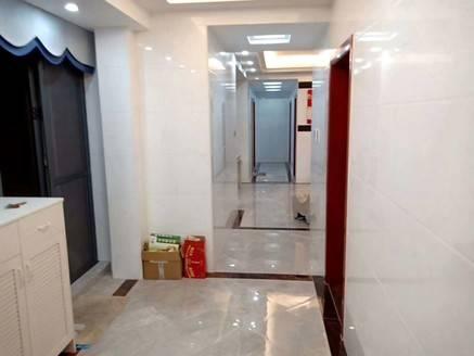 中锴华章南北通透,赠送160平方露台,业主只住了半年不到,豪华装修出售