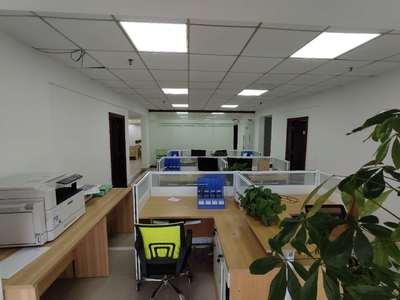 带全套办公家具出租 拎包直接办公 风尚国际210平双玻璃门面 低价房源