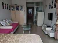 城市一号公寓朝北江景房,一房一厅租1200元,配套齐全,电梯高层