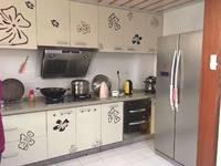 东江学府二期三房出售,电梯靓房,花园中间,证满五年唯一住宅,装修可直接入住。附图
