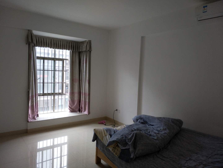 东江学府二期3房出租,电梯高层,花园中间,视野采光好,家私电器齐全超低2300