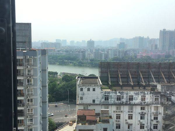 华宇新天1房1厅江景房出租,环境优越,1.8米大皮床,隆生广场对面,小区监控管理
