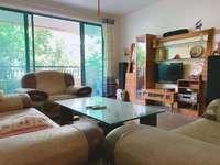 东湖六区 精装带家私家电 看房方便 132平只卖160万