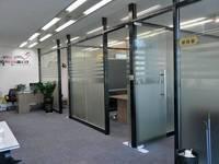 华贸大厦136平办公室出租 带家具 视野宽阔