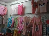 该店铺位于龙门县城中心区域中心市场首层 南下3号