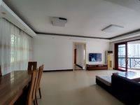 三房两厅全新精装首次出租,家私家电一应俱全。