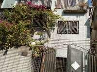 红花湖旁凤山别墅 222平整栋3层半 7个房间 带前后院子90多平方 住家首选