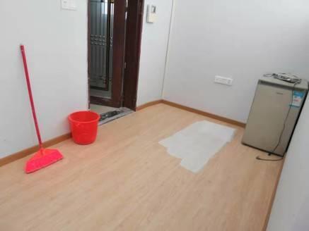 益鑫大厦 标准电梯1房,全新装修 ,可自住过度或投资出租,可入户口