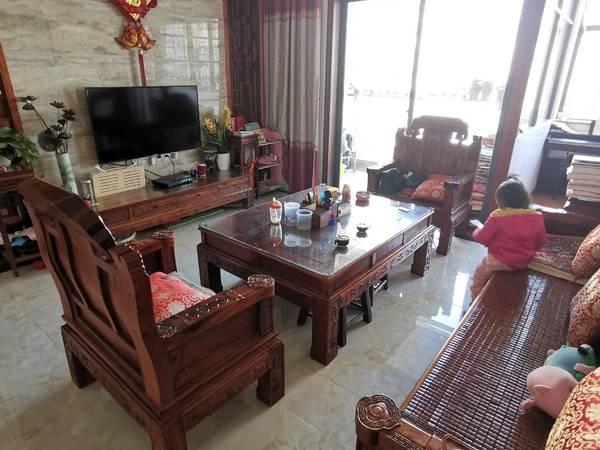 下角江湾一品豪装4房加1房可看江景赠送价值6万多红木家具