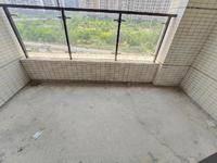 房东置换大房急售 看中价格可以商量 东南向 带200平大阳台