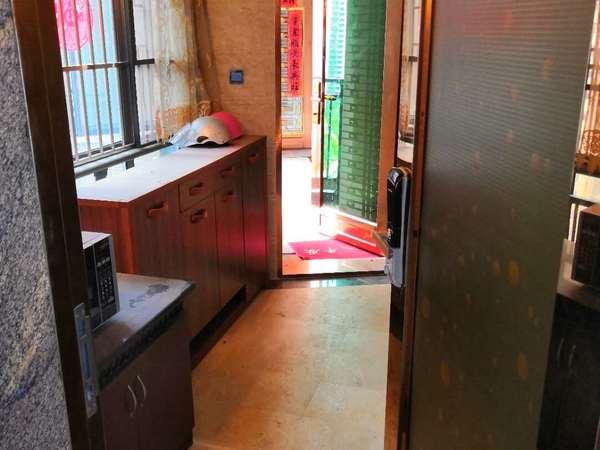 出租江北鼎峰国汇山3室2厅2卫114平米3000元/月住宅