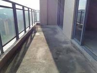 顶楼复式 山姆会员店 保利天汇旁 可以看金山湖公园 有钥匙