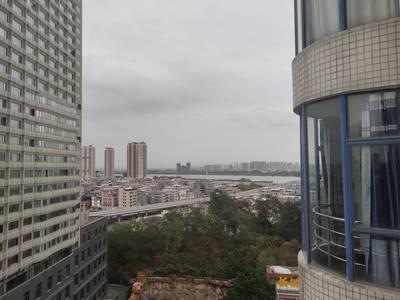 金世界花园 隆生大桥旁 精装三房中高层看江景 135平租金合理 有钥匙随时看房