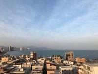 双月湾港口镇悦海公寓,港口车站正后面