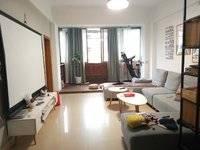 龙威花园三房出售,120平方63万,光彩八中学位,筹备装电梯。