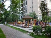 东江学府2期唯一性价比最高复式,在花园中间 买一层送一层 再送150平露台