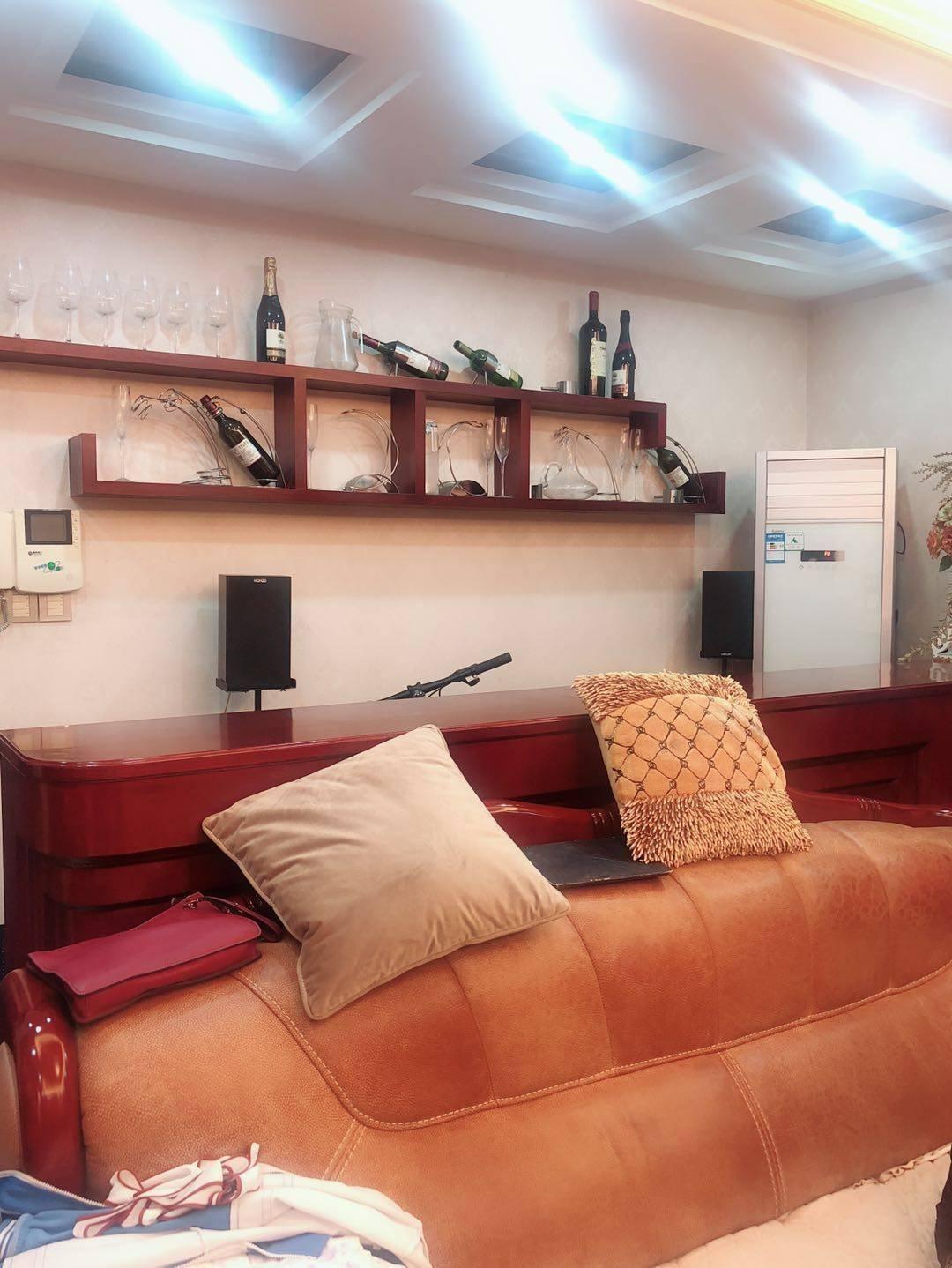 金山龙庭精装大三房,带4个阳台,带家居出售!售145万,图片