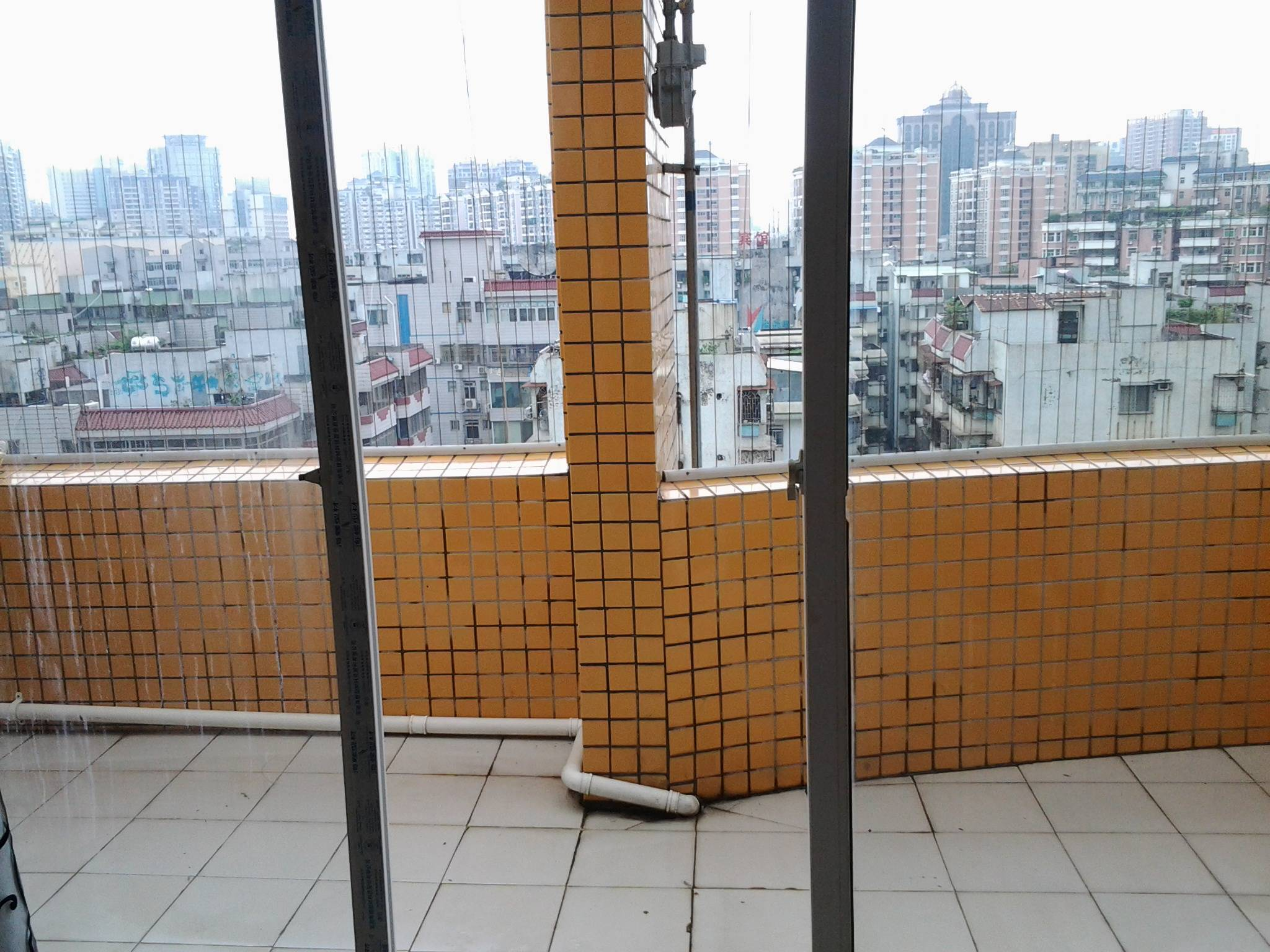 麦地五中附近,鸿业自由港电梯复式公寓 ,二房一厅,两阳台