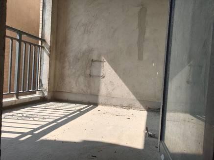 同小区便宜15万 阳光新苑 高层3房2卫 户型方正 采光足 空气流通 看房有钥匙