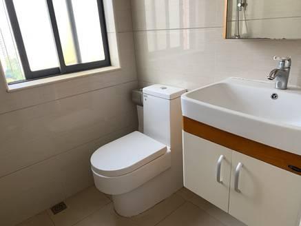 天虹商圈 新装修带私家露台标准两房 可拎包入住 看房有钥匙
