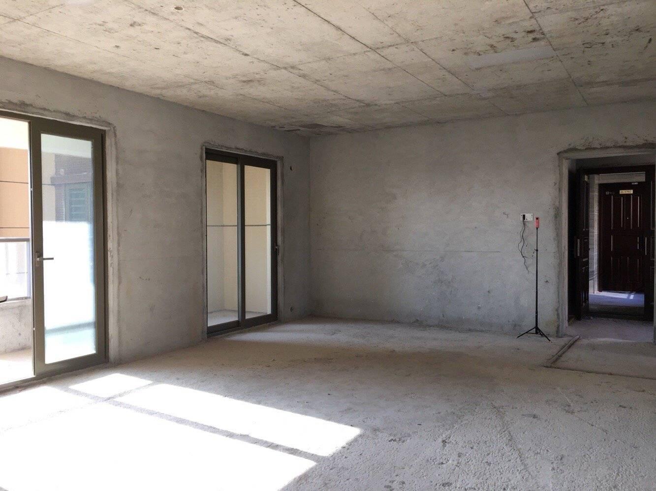 央筑综合体旁 双向客厅望湖景 十米阳台无遮挡
