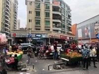 河南岸群联市场大门口,转角位,旺铺,人流相当旺,不愁租.