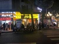 河南岸港惠新天地旁,临街旺铺出售,月收租5千,目前经营便利店