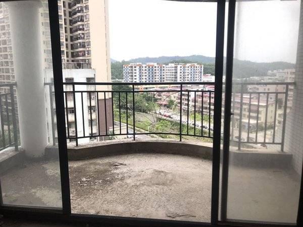 下角丽日旁华轩居二期全新毛坯电梯3房2厅2卫 看房方便 售价120万