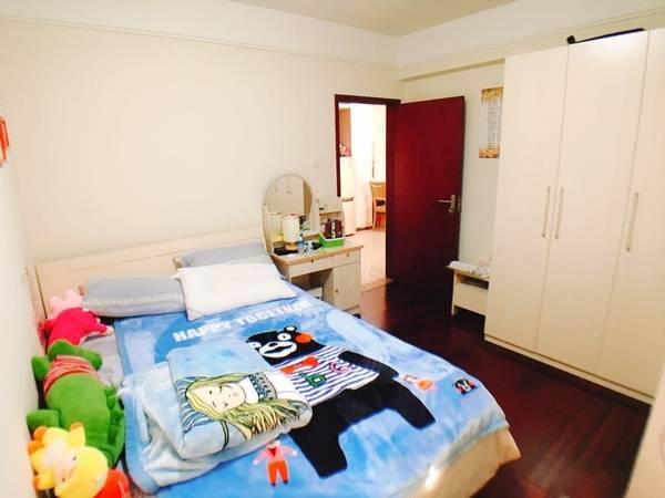 个人急售:港惠西区2408,电梯两房,欢迎中介朋友代理