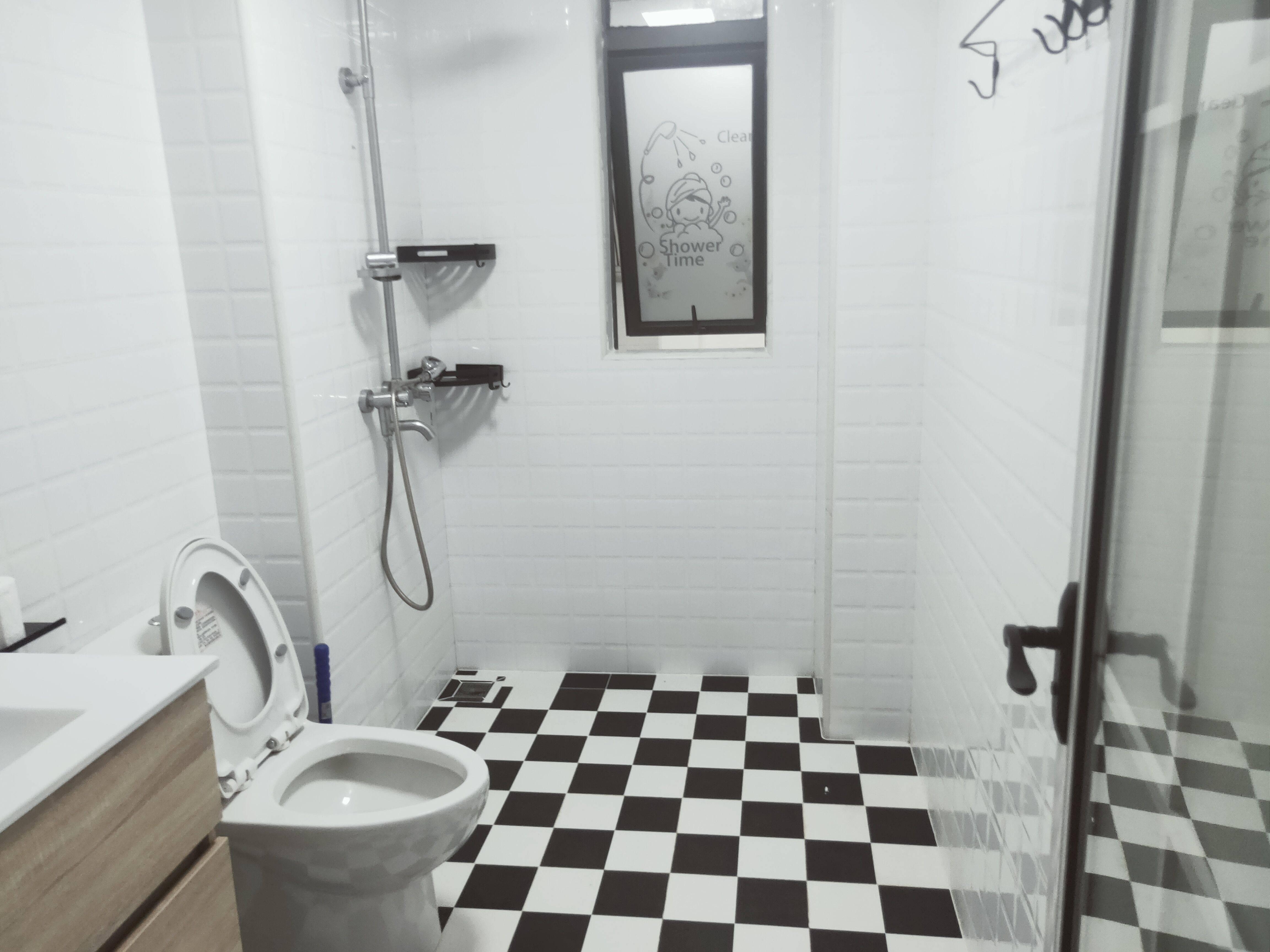 出租方直东岸3室2厅2卫94平米3200元/月住宅
