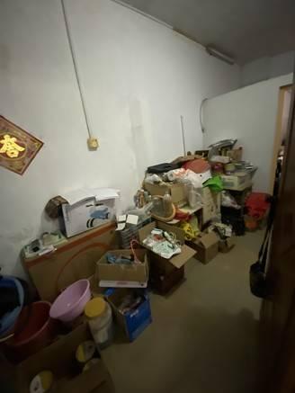 下角华龙小区步梯1楼 实用3房2厅1卫1杂物处 证件齐全 仅售40万