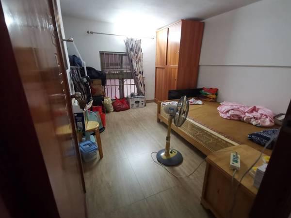 五中学位房,泰豪广场复式两房两厅出售,买一层送一层,实用面积约80平,真实图片