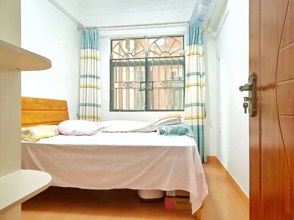 隆生物业 东湖花园3区 精装标准3房 满两年 税费低 随时看房
