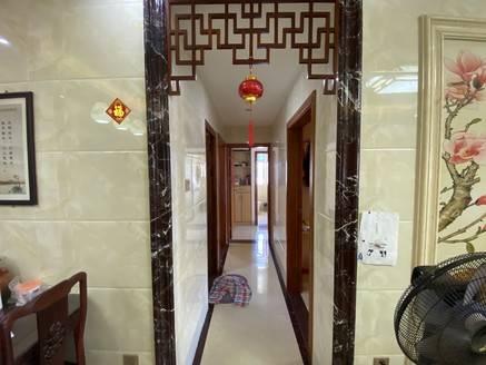 下角江湾一品实用电梯5房2厅2卫 精装修可看江景 售价145万