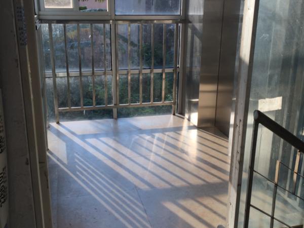 新装电梯,南坛路南湖边,一中和南坛小学学位房!机关大院房,135平4房,精装修