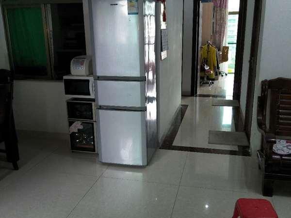 新汽车站旁电梯房出租!家私家电齐全,拎包入住。