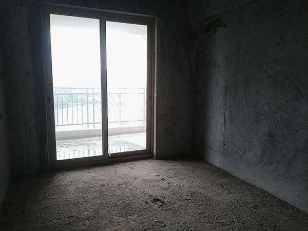金山湖 稀缺一线湖景房4 1南北通透双阳台167 300万