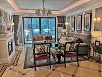 195万买 别墅使用面积340平 3层 带花园 前看江风景怡人