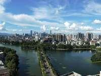 惠州一中学位房,朝东向楼王单位,房间均可看湖景,主阳台180度巨幕湖景