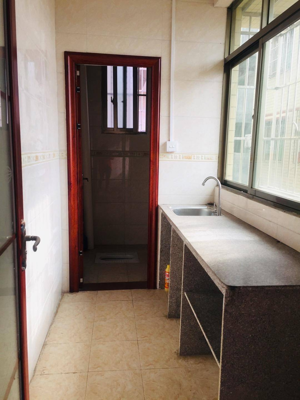 出租江北义乌小商品批发城1室0厅1卫26平米,带空调床和桌子,停380元/月住宅