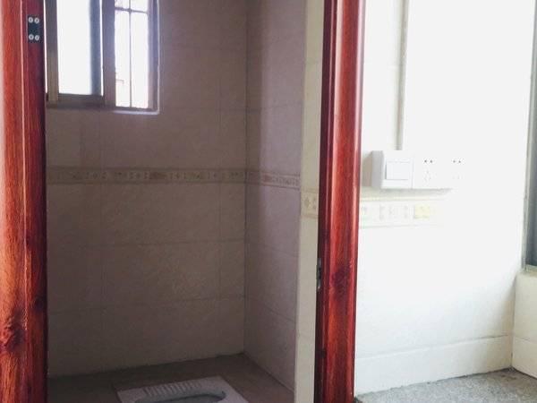 出租江北义乌小商品批发城1室0厅1卫20平米,280元/月住宅带空调热水器,停车
