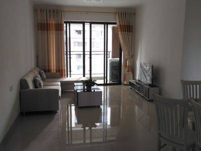 出租稳大新尚名居3室2厅2卫95平米2200元/月住宅